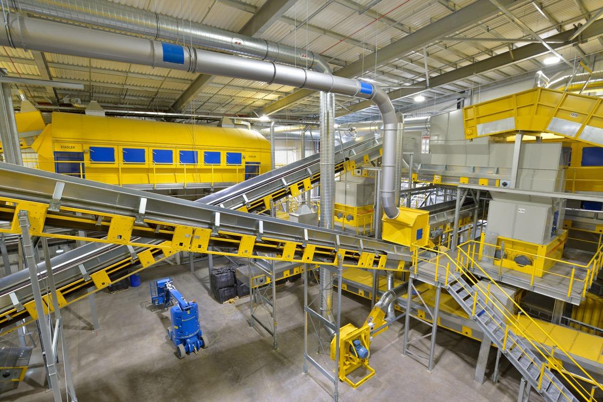 Plástico Moderno - Linha completa de reciclagem fornecida pela Stadler integra várias tecnologias